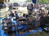 Jual pernak-pernik hobi burung di arena Lomba Burung Piala Raja-2