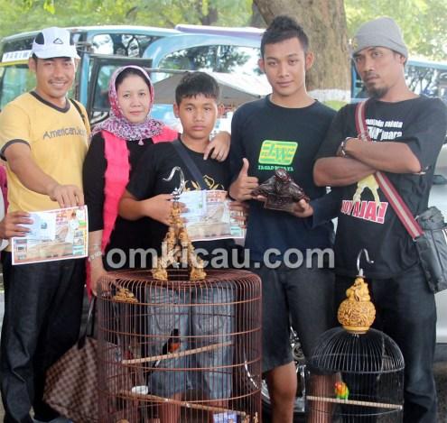 H Antok Bojonegoro bersama keluarga: Juara 1 Kelas Murai Batu VIP.
