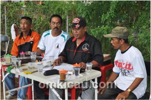 Sebagian panitia: (dari kiri) Rahman, Awi, Pay, dan Kampus.