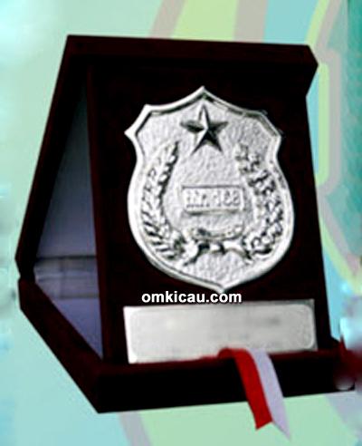 Medali 168 Cup dengan logo Polri