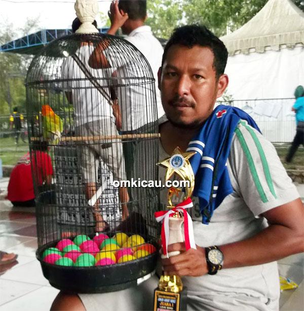 Om Papua dan lovebird Monik