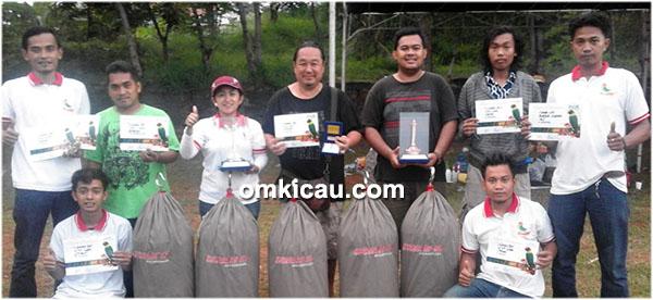 Om Ferry Yong dan lovebird Opium