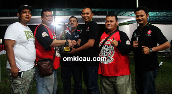 Fitri BKS juara umum single fighter