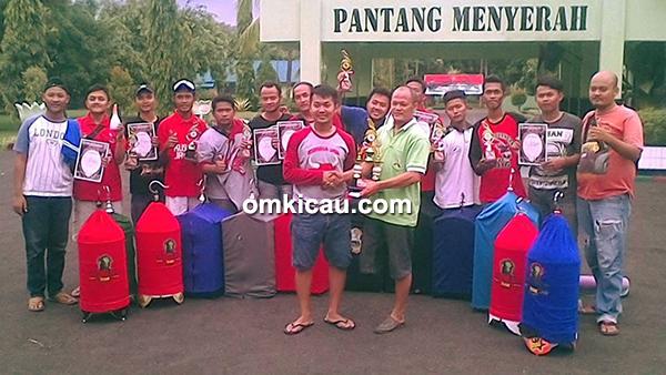 Para personel Kusuma Jaya Team