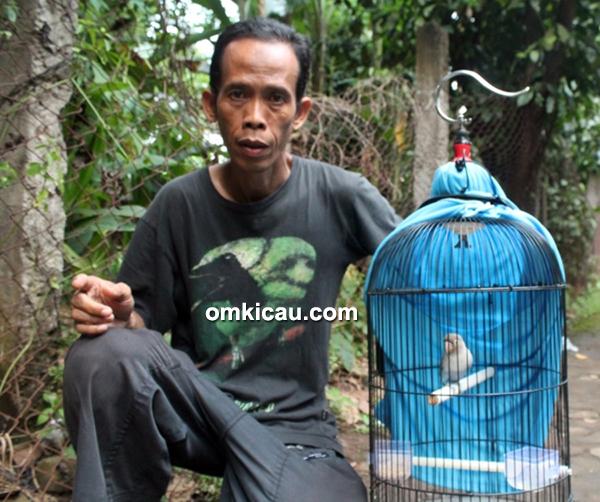 Om Rahmat dan lovebird Roro Jongrang