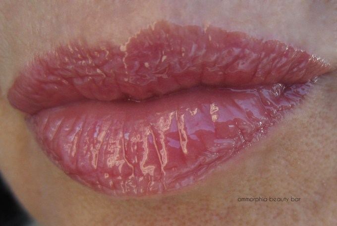 UD Naked On The Run Sesso Naked Lipgloss swatch 2