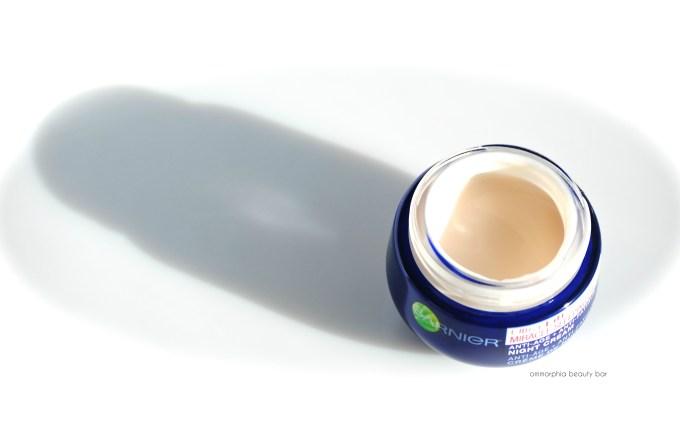 Garnier Ultra-Lift Miracle Sleeping Cream open