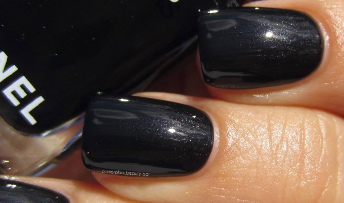 chanel-gris-obscur-swatch-3