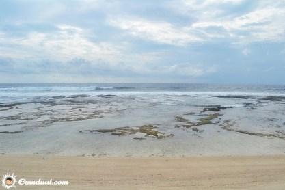 Pantai berkarang