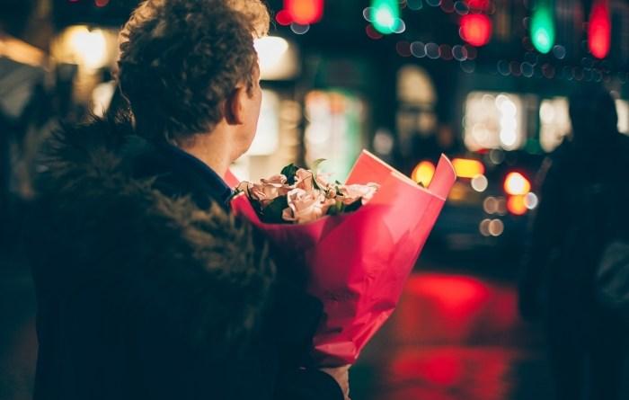 мужчина цветы праздник