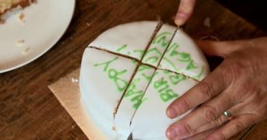 торт резать нож