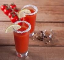 бокал сок помидор