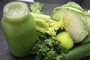 Los jugos verdes y de frutas