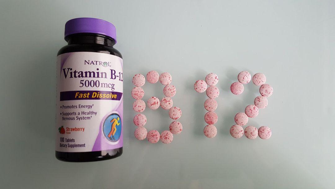 comprime et flacon de vitamine b12