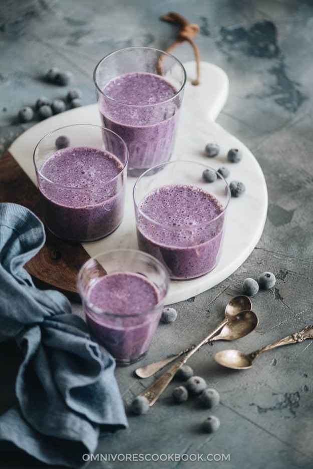 Blueberry banana smoothie contains lean protein and healthy carbs