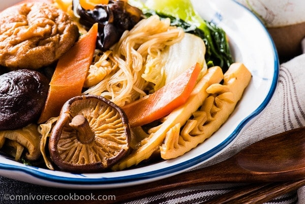 A classic and festive vegetarian dish made easy. The vegetable stew is great tasting, very flexible, and quite practical for home cooking on a daily basis - Buddha's Delight (Jai, Chinese Vegetarian Stew) | omnivorescookbook.com