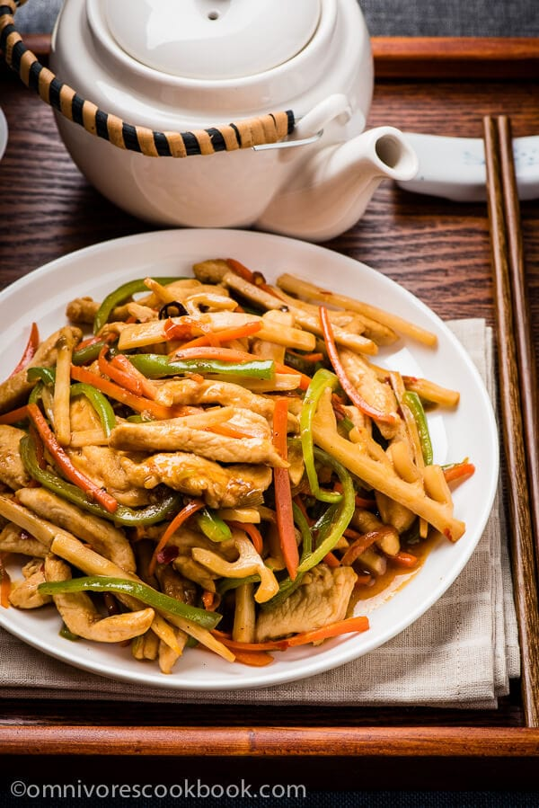The chicken is quickly cooked with colorful veggies in a pungent sweet and sour garlic sauce. A healthy and comforting dish that only requires 30 minutes to get ready! | omnivorescookbook.com