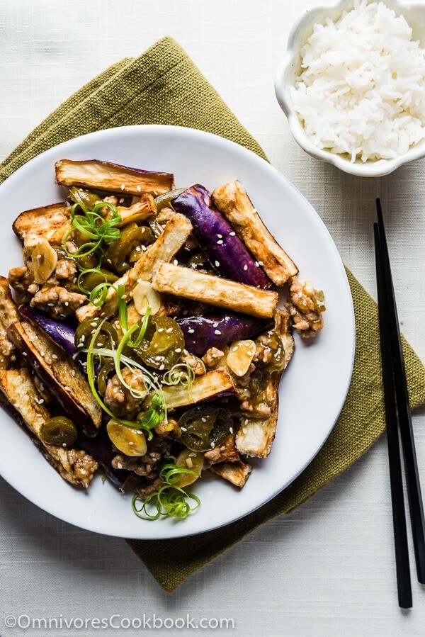 Crispy Eggplant with Szechuan Meat Sauce (鱼香茄子) - Truly crispy eggplant served with an appetizing and pungent sour-spicy sauce   omnivorescookbook.com