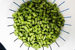Stir Fried Green Beans with Ground Pork Cooking Process | omnivorescookbook.com