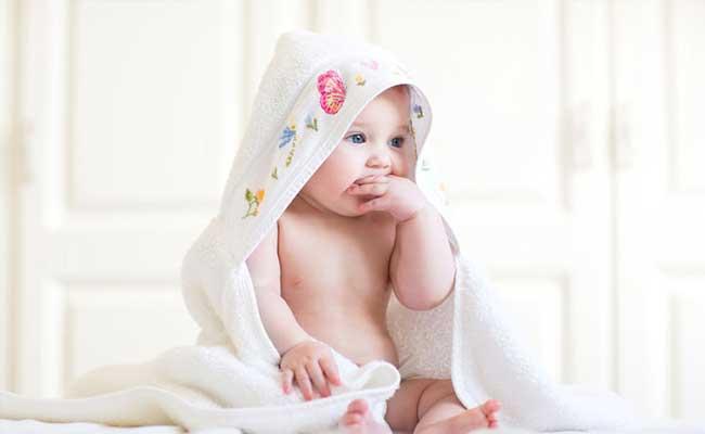 赤ちゃん歯の生え始めの兆候やサインは?血が出る場合のケアは?