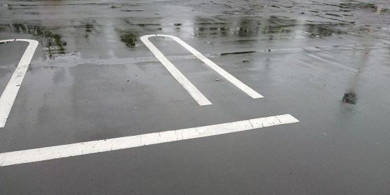 雨の日の駐車場