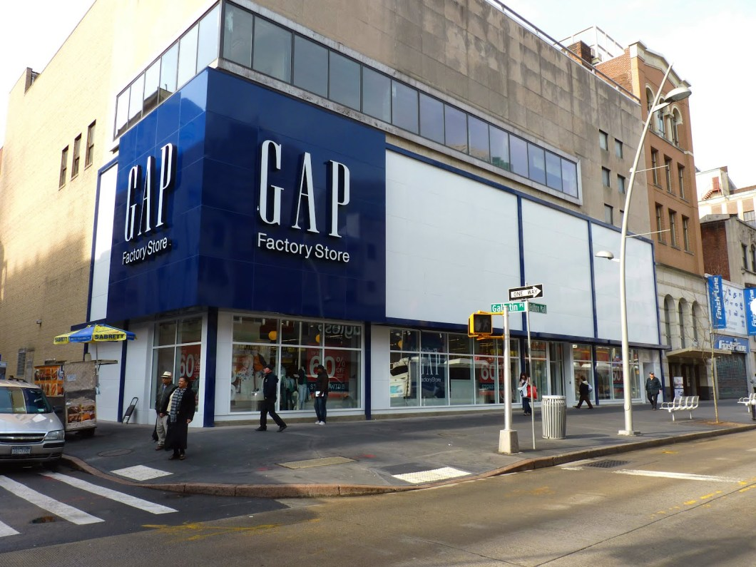 GAP retail store picture, Characteristics of customer service