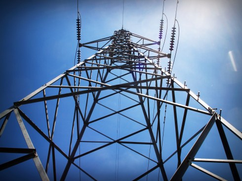 banco de batrias: foto de torre de energia elétrica