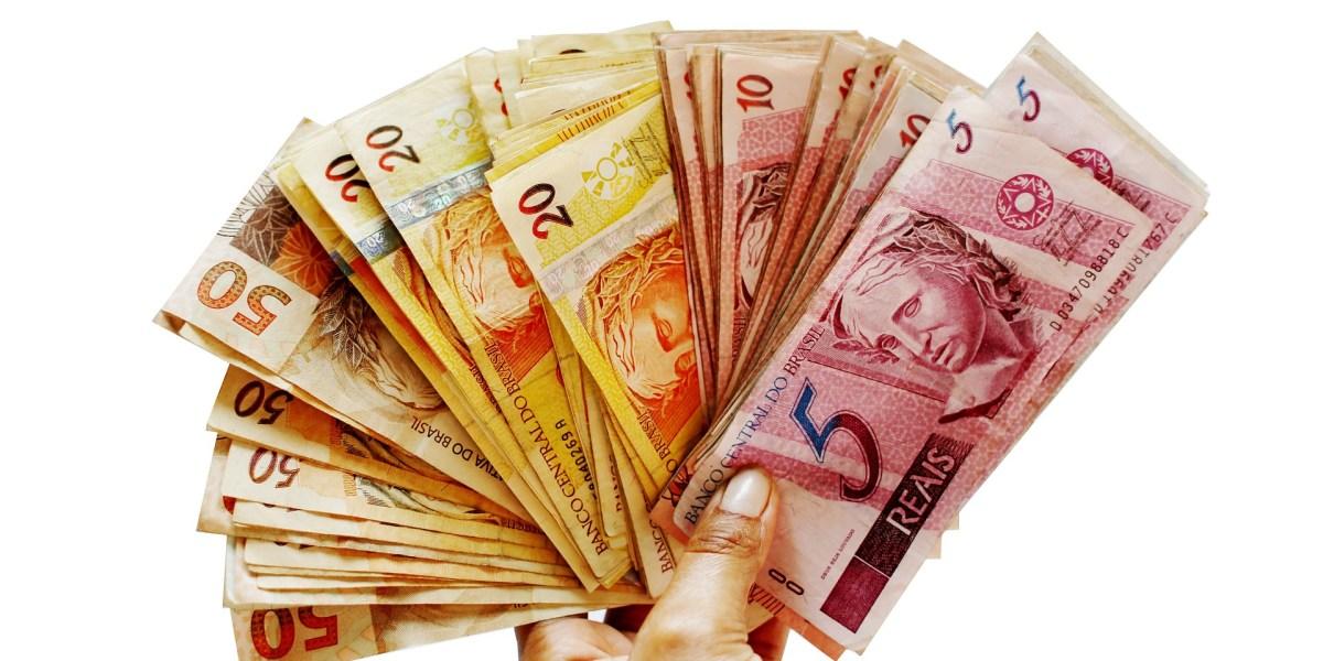 manutenção elétrica em Curitiba: imagem de dinheiro