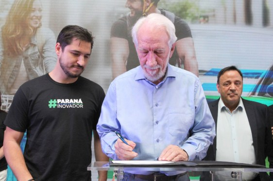 Dia da Eletromobilidade: Darci Piana assina lei que cria Dia da Eletromobilidade