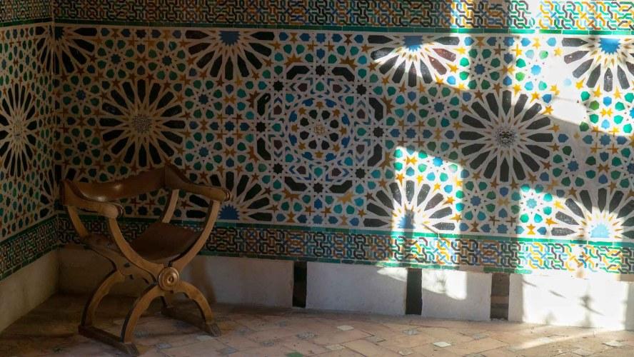 Stuhl im Nasridenpalast in der Alhambra