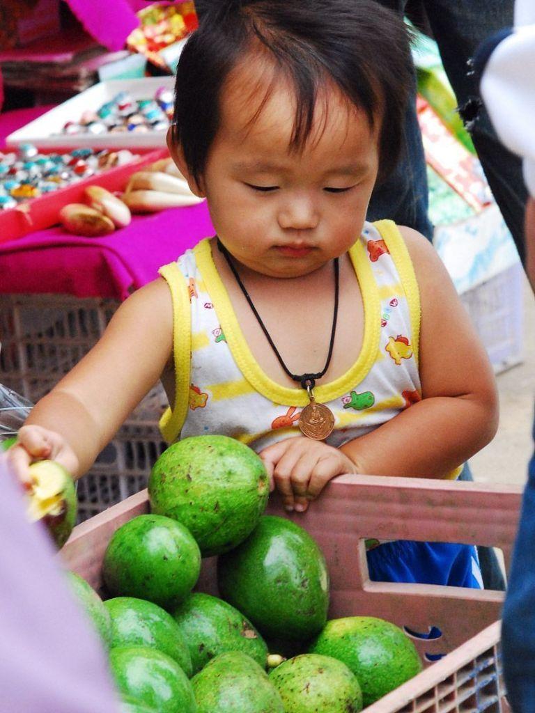 mercado-de-Chiang-Mai-niños-Tailandia