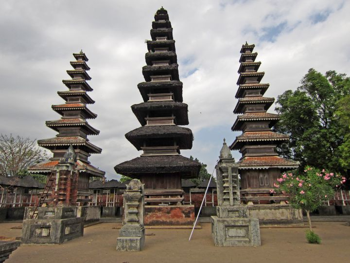 Pura-Meru-templos-de-Lombok-Hinduismo