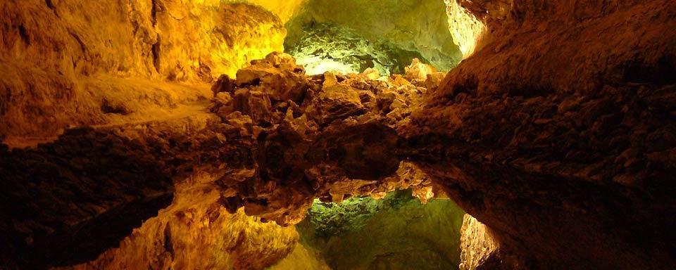 La-cueva-de-los-verdes-en-Lanzarote-colores