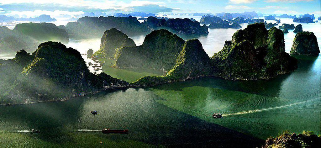 Resultado de imagen de Halong Bay, el laberinto de rocas de Vietnam. ...