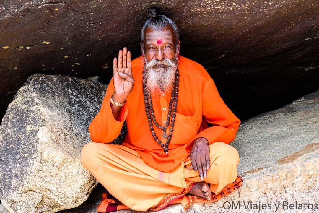 India-sacerdotes