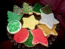 It's fun to bake and decorate christmas cookies with these On2In2™ recipes and tips.