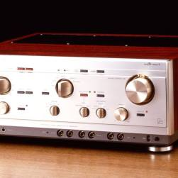 In 1985 the Luxman L-560 evolved with the introduction of a STAR Earthing Circuit which was market speak for an impressive Star Grounding Circuit to dramatically lower the noise floor of this seminal amplifier. Other improvements included an redesigned phono stage and a larger power supply for improved dynamics.