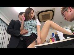 ギャル系淫乱OLが大人の玩具でおまんこを弄り同僚と3Pしてるオナニー動画無料