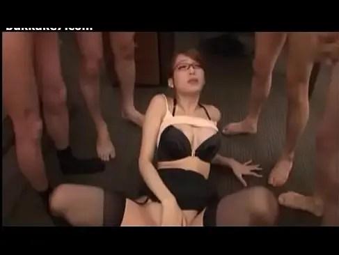 蓮実クレアがおまんこを弄りながら大量ぶっかけでごっくんしてるオナニー動画無料