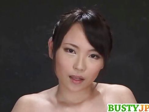美人な巨乳AV女優がカメラ目線であなたのオナニーのお手伝いしてくれるオナニー 手伝い 動画