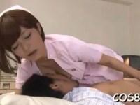 巨乳な美人ナースが患者におっぱいを吸わせながら手コキでオナニーの手伝い