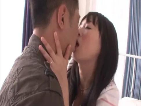 人気女優の羽月希が濃厚セックス中にオナニーをしてチンポをおねだり!超剛毛なおまんこを弄って妖艶な笑みを浮かべるおナニーマスター動画