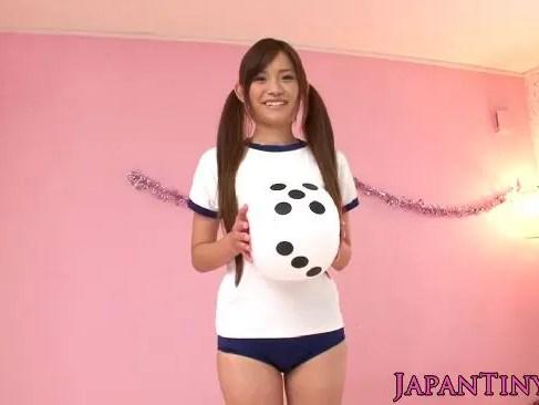 某有名アイドルにそっくりな朝田ばなながメイドコスでアナルオナニー!大人のおもちゃをアナルに挿入してるオなニー動画
