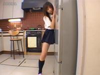 冷蔵庫で角オナニーしちゃう女子校生