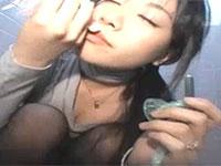 コンドームに溜まったザー汁に酔いしれながら公衆便所でオナる変態妻の詩織