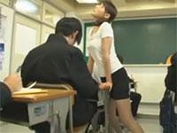 生徒に媚薬を飲まされて授業中に角オナニーを始める女教師!?