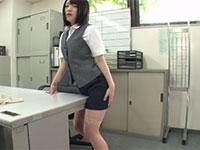 事務服姿で誰もいない職場で角オナニーをするOLさんの破廉恥姿