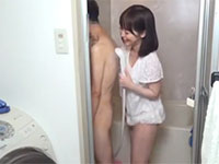 少年の体に性的興奮しながらオナニーするいけない変態奥様