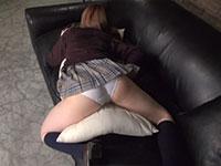ケツの動きがメチャエロい純白パンティの女子校生うつ伏せオナニー