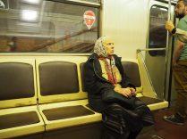 Passagère dans le métro